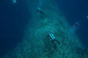 scuba diving blue hole